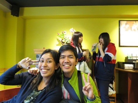And the best part of our visit to Yangmingshan? It was when we ducked to the nearest coffee shop to hide from the biting wind, and had 1-for-1 Starbucks coffee! It was so cold outside, we didn't mind waiting for almost an hour to get our drinks.