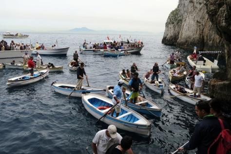 Busy start for the boatmen at Grotta Azzura