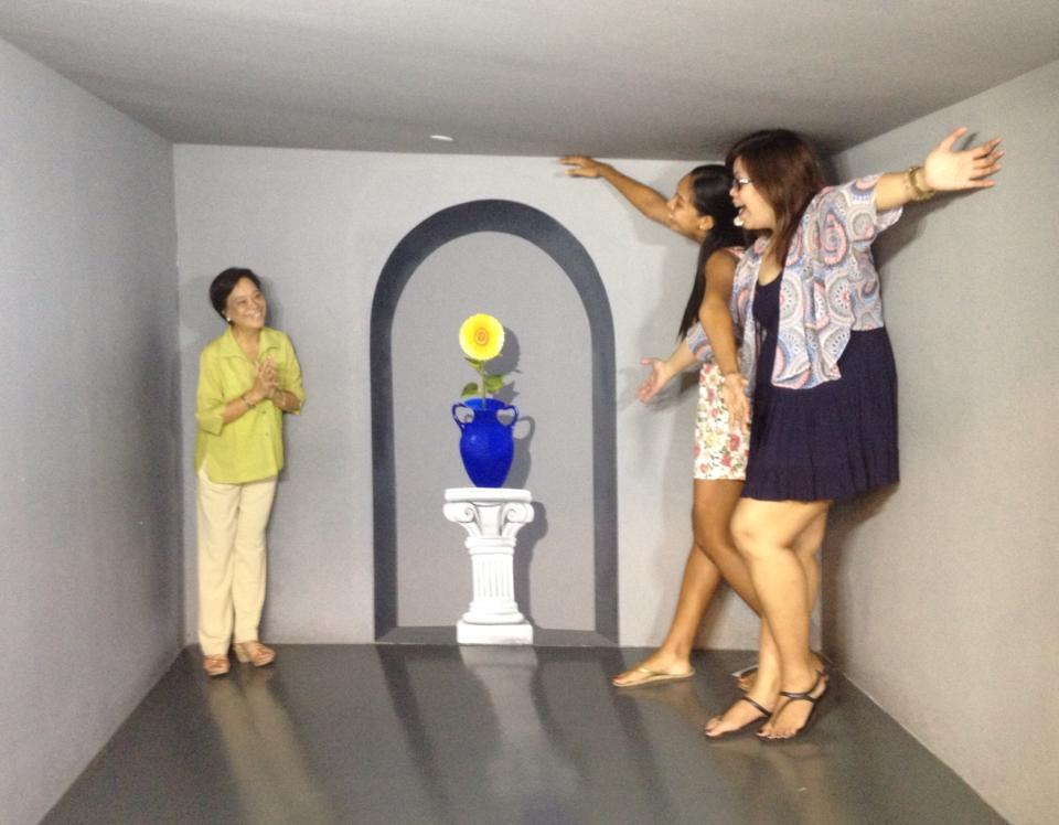 Trick Eye Museum - Shrink
