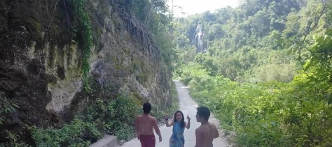 The road to Tumalog Falls.